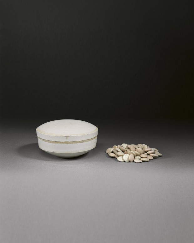 A GLAZED WHITE PORCELAIN BOX AND COVER WITH GAME COUNTERS