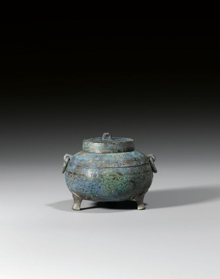 A BRONZE TRIPOD VESSEL AND COVER WITH INCISED DECORATION