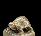 A GILT-SILVER SEAL WITH TORTOISE KNOP