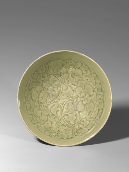 A CARVED YAOZHOU CELADON BOWL