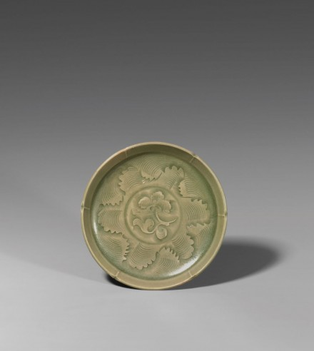 A CARVED YAOZHOU CELADON SMALL DISH