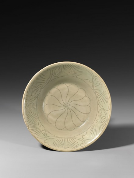 AN EARLY YAOZHOU CELADON BOWL WITH INCISED DECORATION