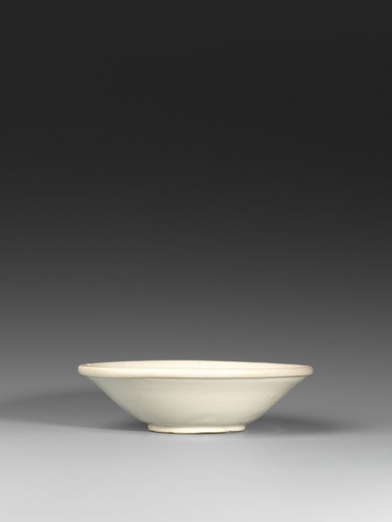 A GLAZED WHITE PORCELAIN SHALLOW BOWL