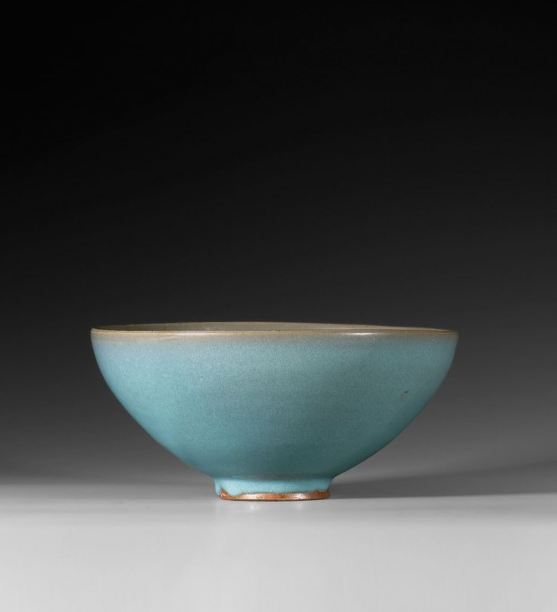 A LARGE JUNYAO BLUE-GLAZED BOWL