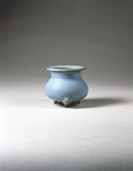 A BLUE-GLAZED JUNYAO TRIPOD CENSER