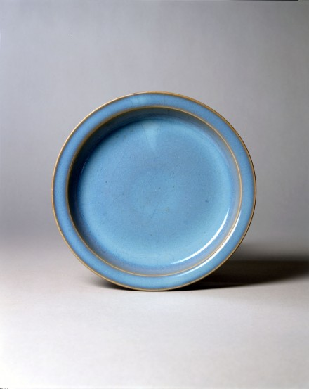 A PURPLE-SPLASHED BLUE JUNYAO CIRCULAR DISH (PAN)