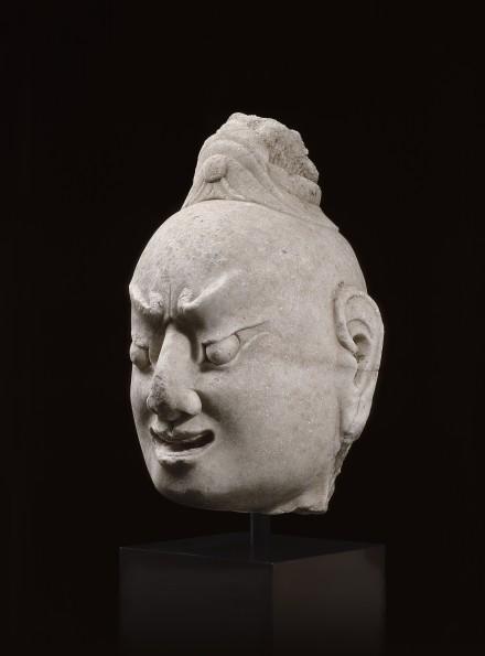 A WHITE MARBLE HEAD OF A BUDDHIST GUARDIAN (DVÁRAPÁLA)