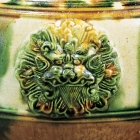 A LARGE APPLIQUÉ-DECORATED SANCAI-GLAZED POTTERY JAR
