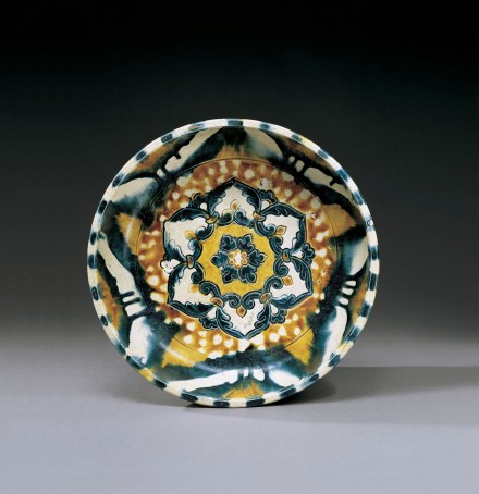 A SANCAI-AND-BLUE-GLAZED POTTERY BASIN
