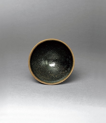 A SMALL 'OIL-SPOT'-GLAZED NORTHERN STONEWARE BOWL