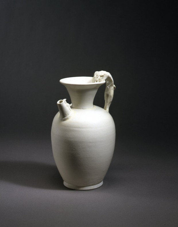 AN EARLY WHITE PORCELAIN EWER