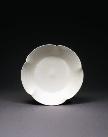 A DINGYAO WHITE PORCELAIN FLOWER-FORM DISH