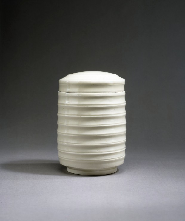 A DINGYAO WHITE PORCELAIN RIBBED CYLINDRICAL BOX AND COVER
