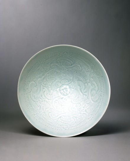 A CARVED YINGQING  PORCELAIN 'BOYS AND FLOWERS' BOWL
