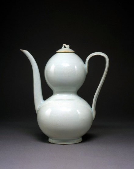 A YINGQING PORCELAIN GOURD-SHAPED EWER AND COVER