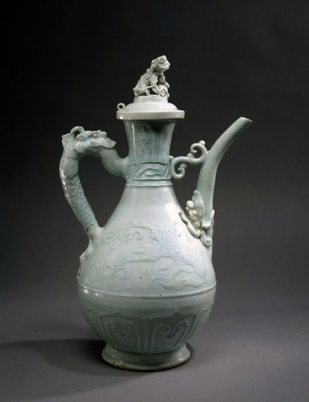 AN ELABORATELY DECORATED YINGQING PORCELAIN WINE EWER AND COVER