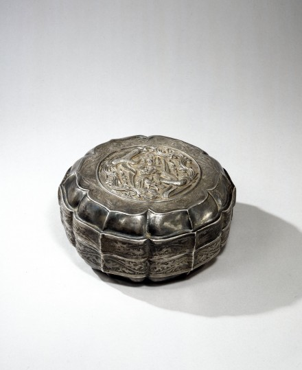 A LARGE SILVER 'TWIN PHOENIX' BOX AND COVER
