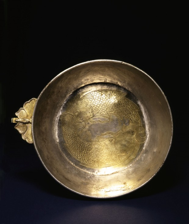 A CHASED AND PARCEL-GILT SILVER BOWL WITH FLANGE HANDLE