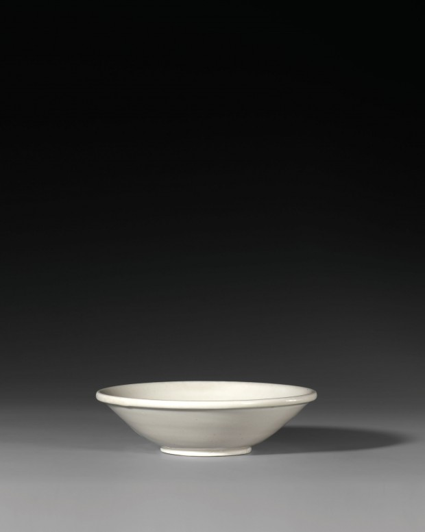 A SHALLOW BOWL ON 'BI-DISC' FOOT