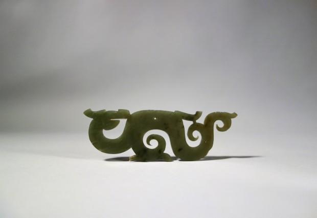 A GREEN JADE OPENWORK DRAGON-FORM PENDANT (HUANG)
