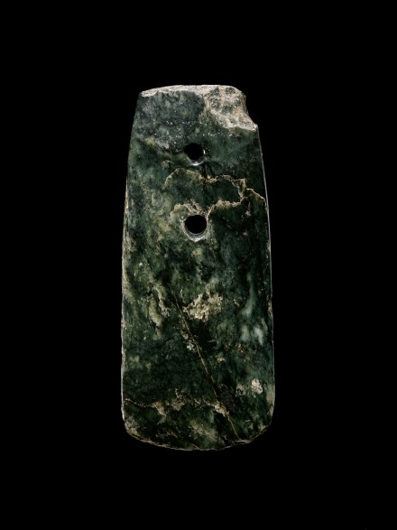 A NEOLITHIC JADE CEREMONIAL AXE (CHAN)
