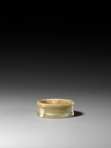 A NEOLITHIC JADE BRACELET (ZHUO)
