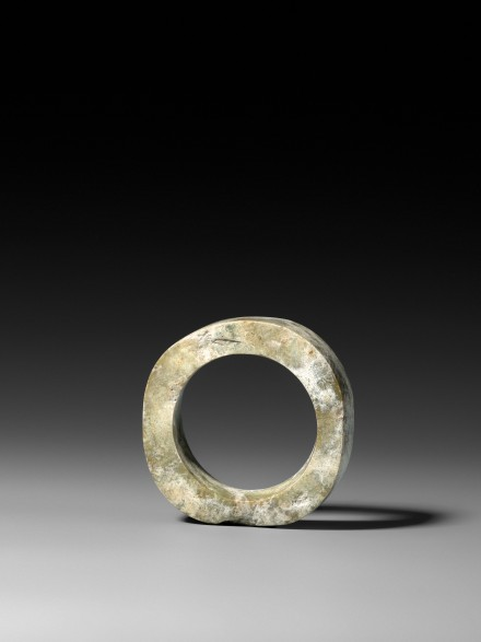 A NEOLITHIC JADE BRACELET (ZHUO)