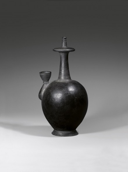 A BURNISHED BLACK POTTERY BUDDHIST RITUAL VESSEL (KUNDIKA)