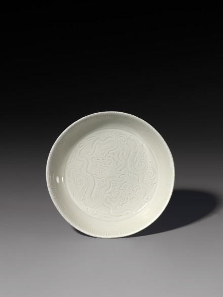 A CARVED DINGYAO PORCELAIN TWIN DRAGONS BRUSH WASHER