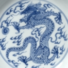 A PAIR OF BLUE AND WHITE PORCELAIN 'DRAGON' DISHES