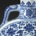 A BLUE AND WHITE PORCELAIN 'PEACH' MOONFLASK